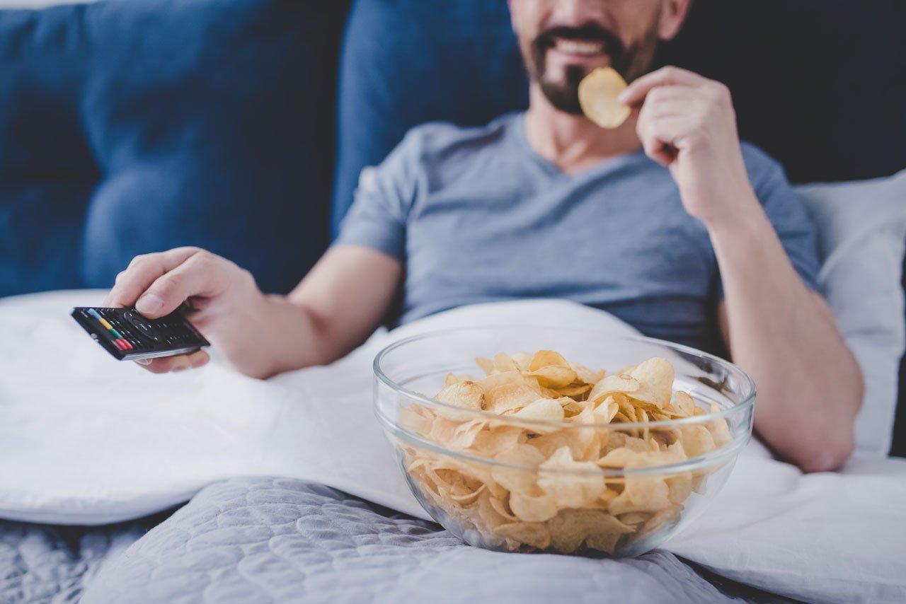 Schwere Mahlzeiten sorgen für keinen erholsamen Schlaf.