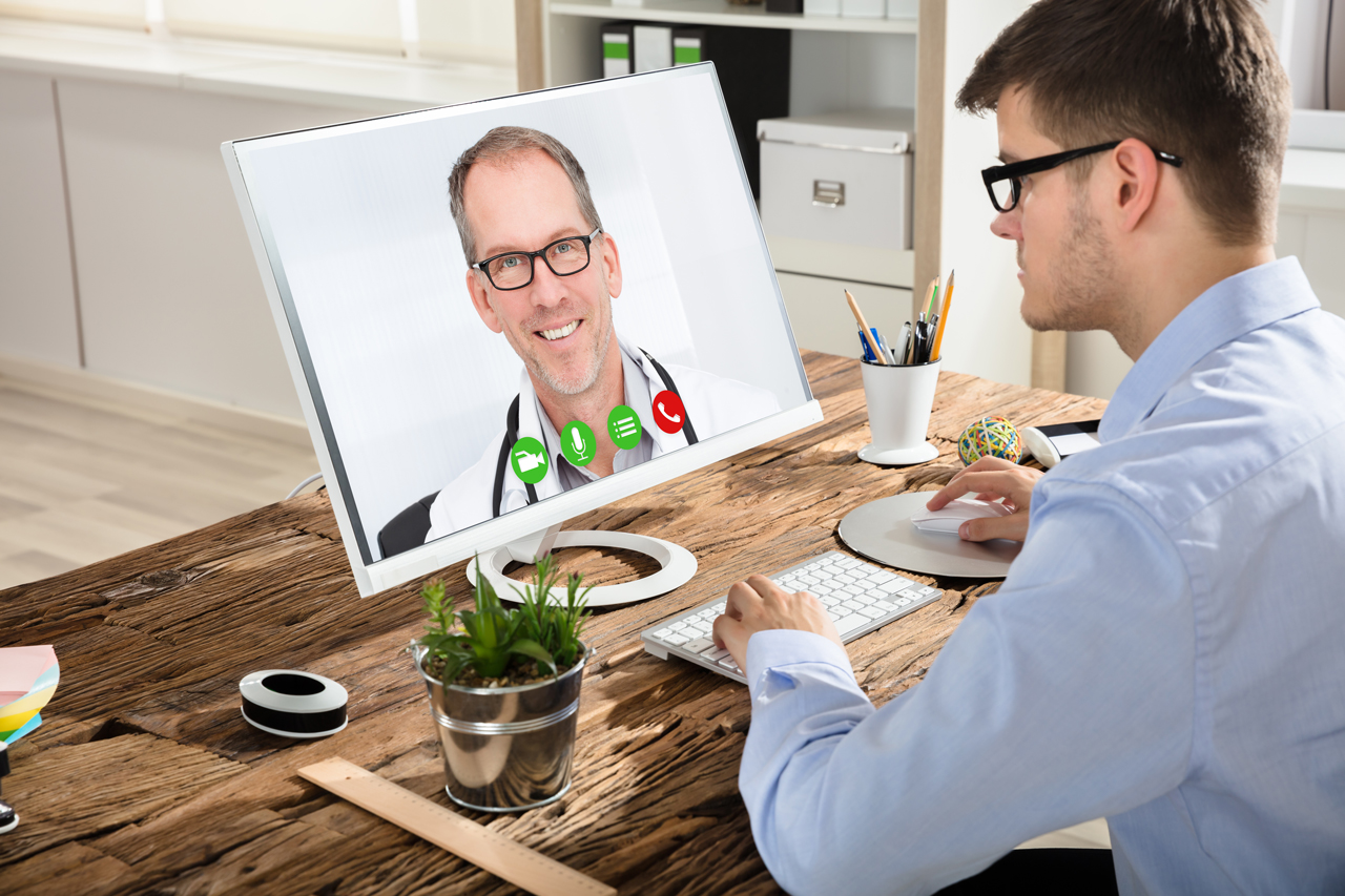 Betriebsärzte können auch in Zeiten des Home-Offices helfen, indem sie Sprechstunden über Videoplattformen anbieten.