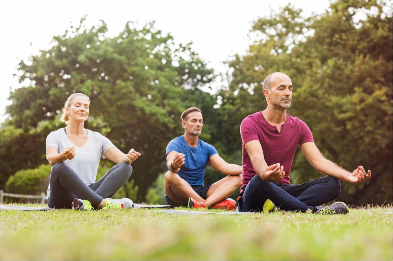 Das Pflegen sozialer Kontakte ist wichtig für eine gesunde Work-Life-Balance.