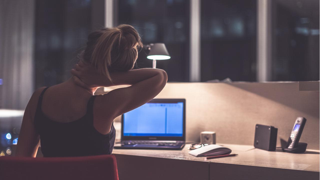 Negative Folgen des Coronavirus im Bezug auf den Arbeitnehmer sind zu einem großen Teil psychischer Natur. Dauerhafte Isolation und die ständige Angst um sich und andere stellen eine hohe psychische Belastung dar.