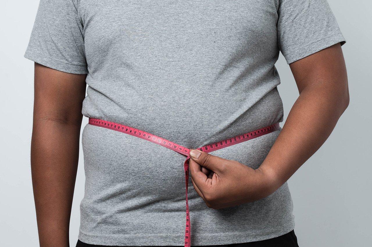 Übergewicht kann auch für ständige Müdigkeit sorgen.