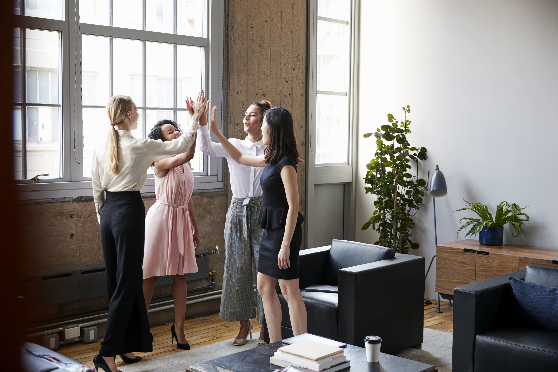 Motivierte Mitarbeiter im Büro
