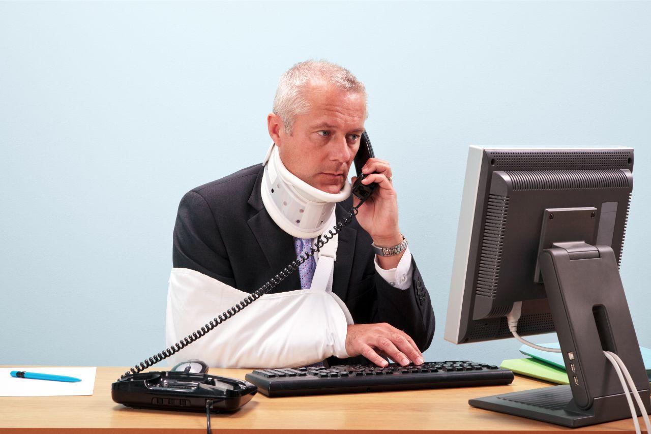 Krankschreibung zeh gebrochen Zeh schwarz?
