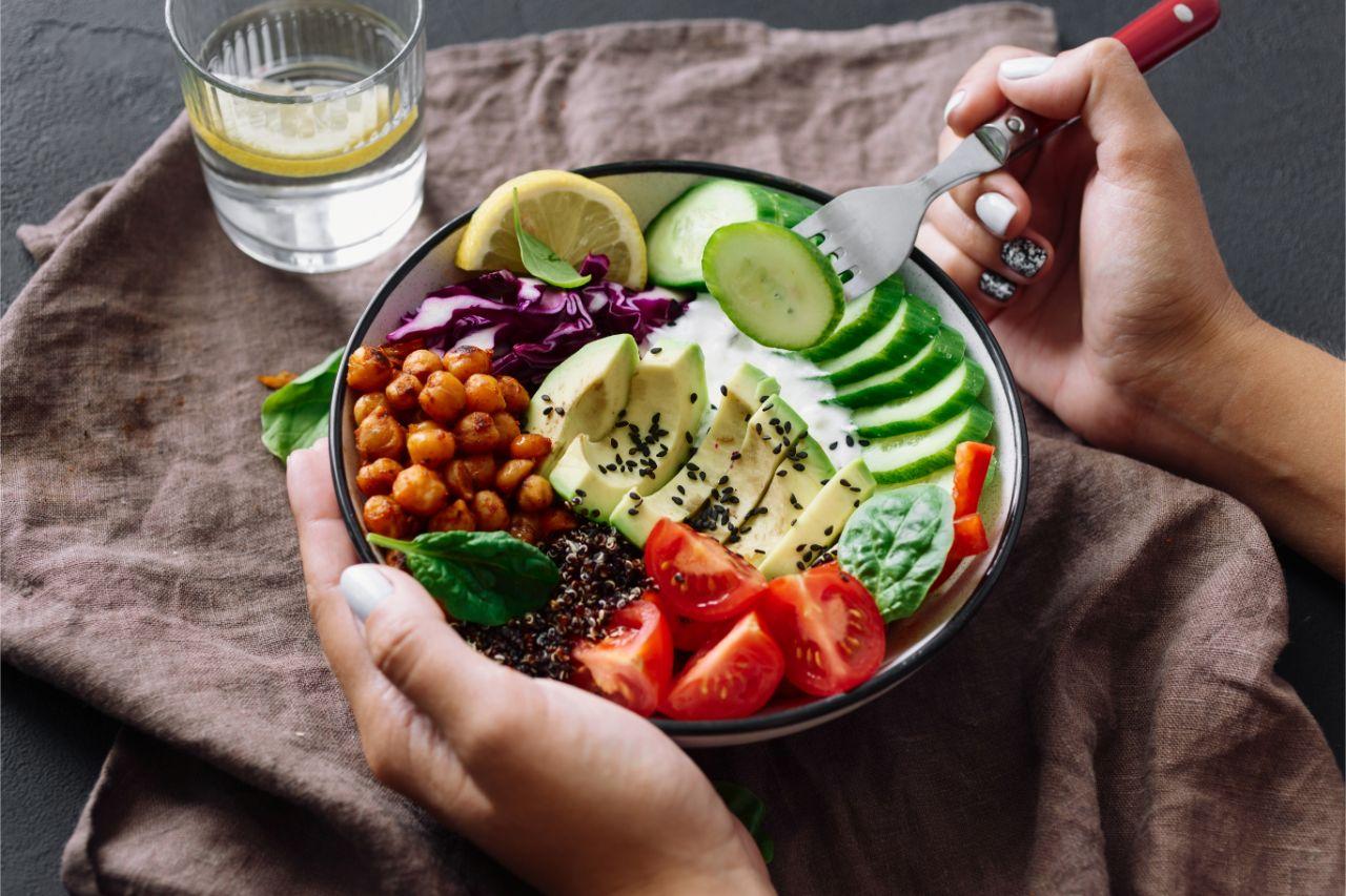 Ein gesundes Mittagessen ist wichtig für unsere Lebensqualität.