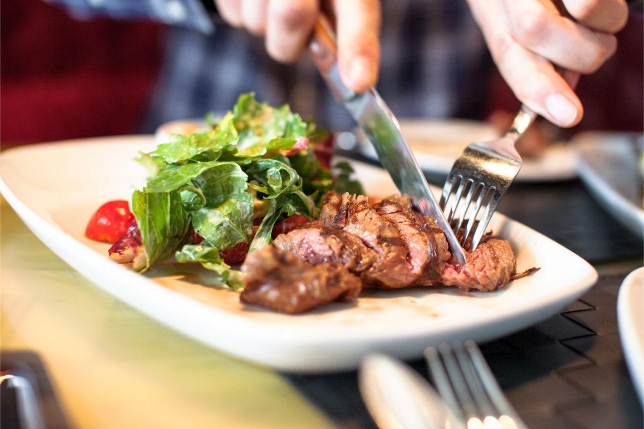 Die Eisenaufnahme durch Fleisch ist für den Körper einfacher.