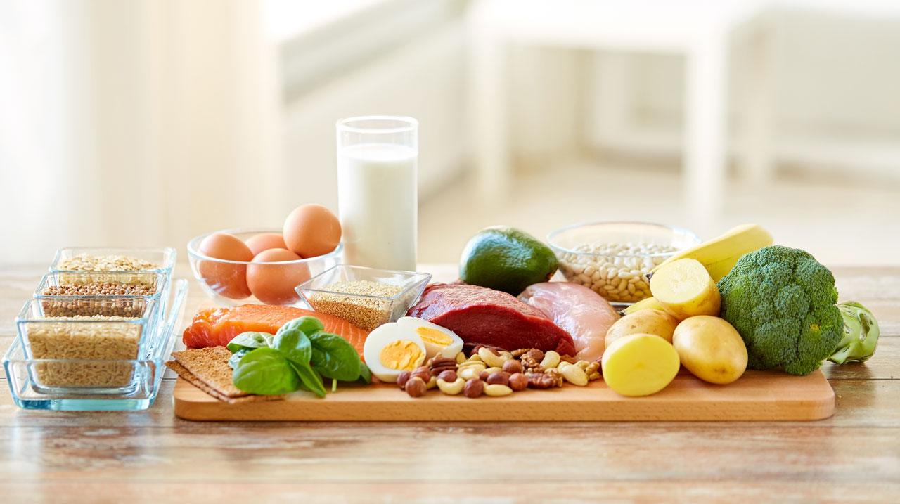 Eine gesunde Ernährung verhindert Nierenschmerzen.