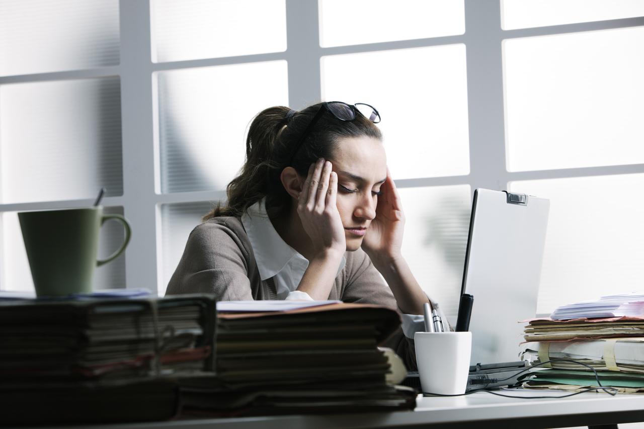 Häufig wird eine belastende Situation zum Dauerzustand. Der Körper produziert dauerhaft vermehrt Stresshormone.