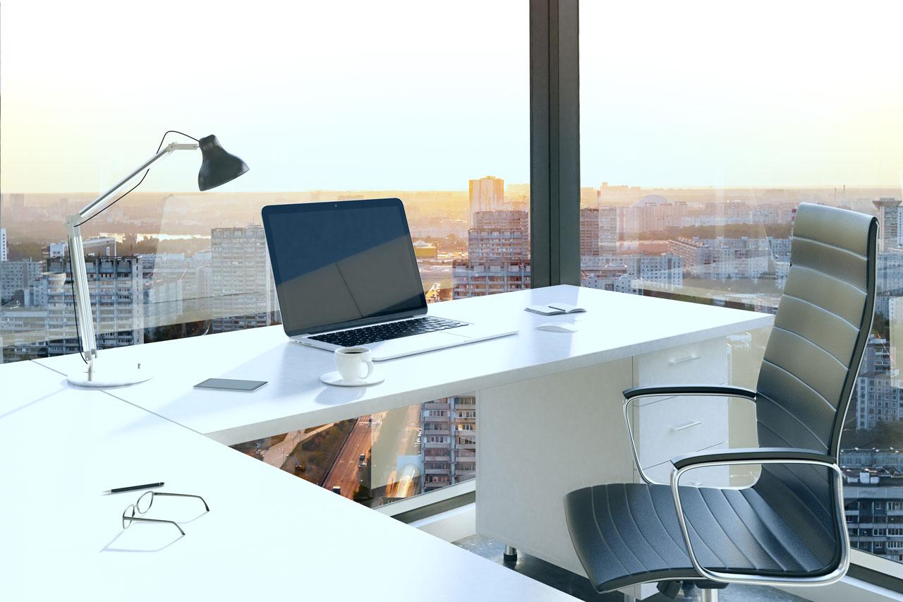 Eine gute Arbeitsausstattung die beim richtig Sitzen im Büro helfen