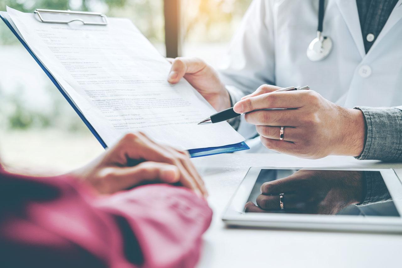 Ein Besuch beim Arzt kann helfen die Antriebslosigkeit zu überwinden.
