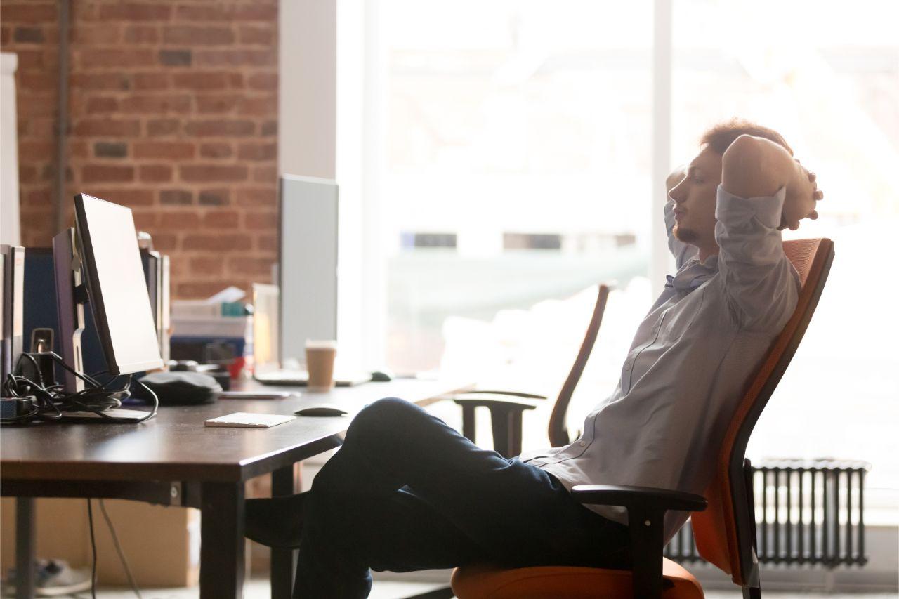 Regelmäßige Pausen beugen potenzielles Augenflimmern vor.