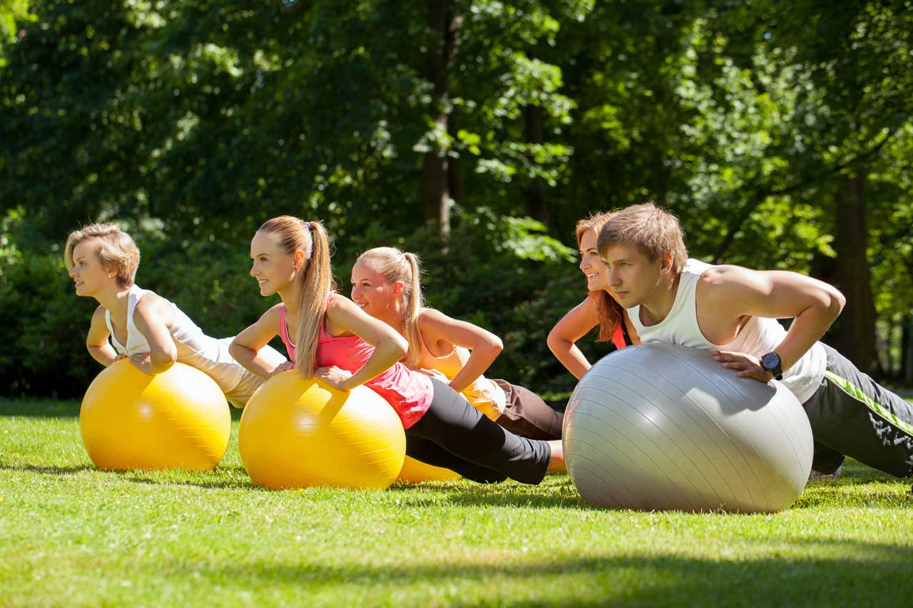 Sport mit Pezzibällen ist eine Form von Firmenfitness.