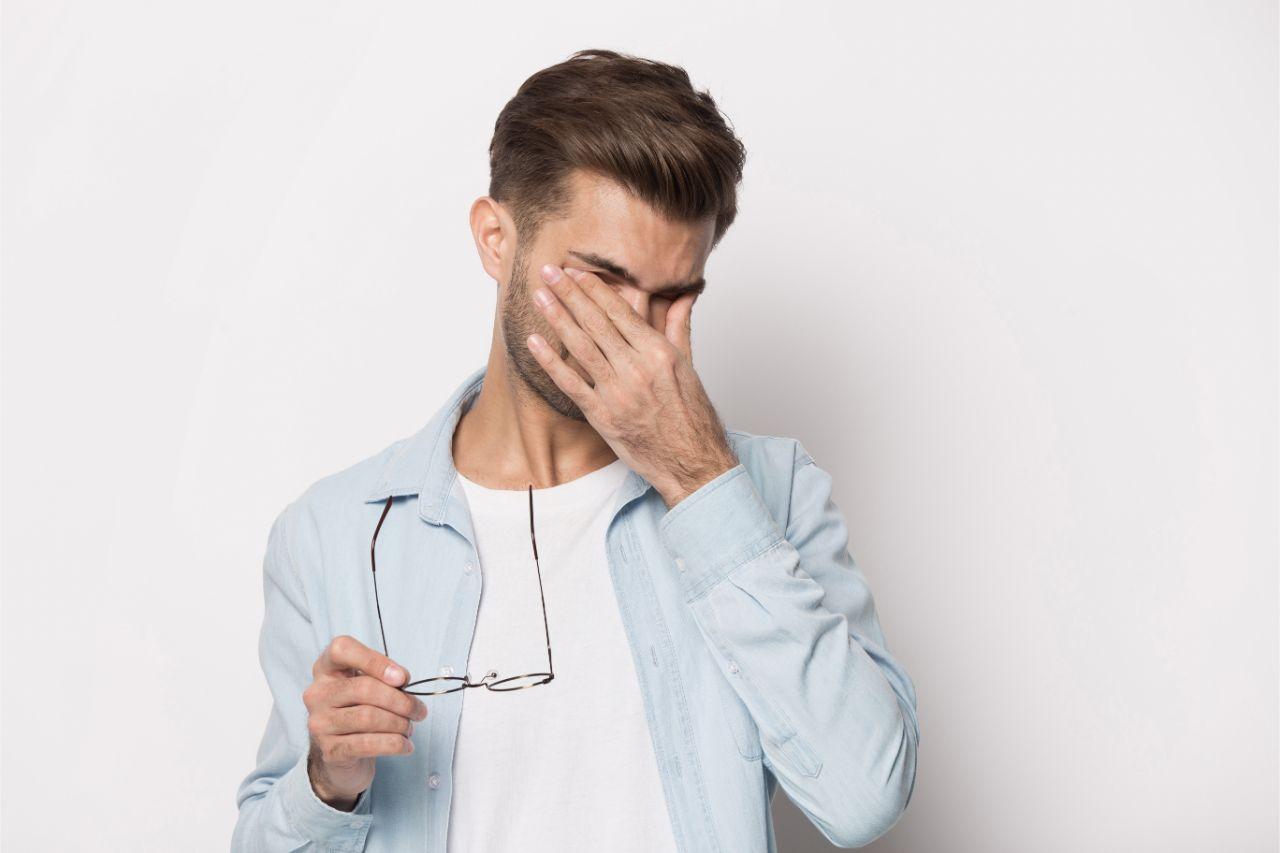 Sprachstörungen können ebenfalls bei einer Migräne mit Aura auftreten.