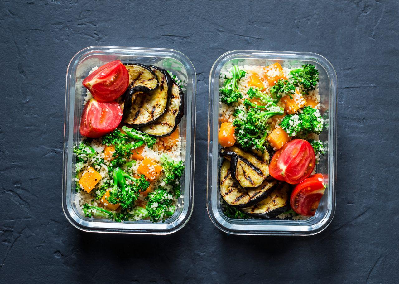 Warme Mahlzeiten können mit Hilfe von Boxen mitgenommen werden.