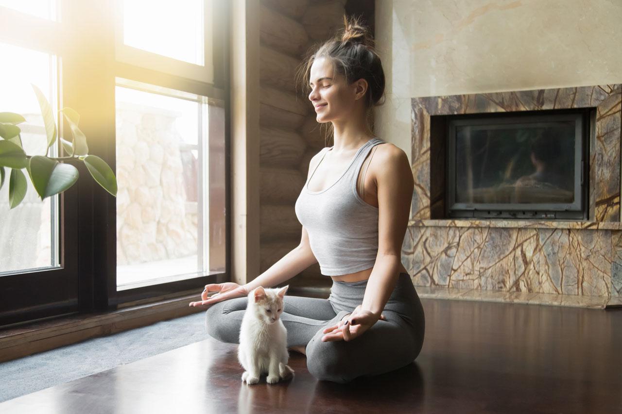 Meditation un dYoga können helfen die Antriebslosigkeit zu überwinden.