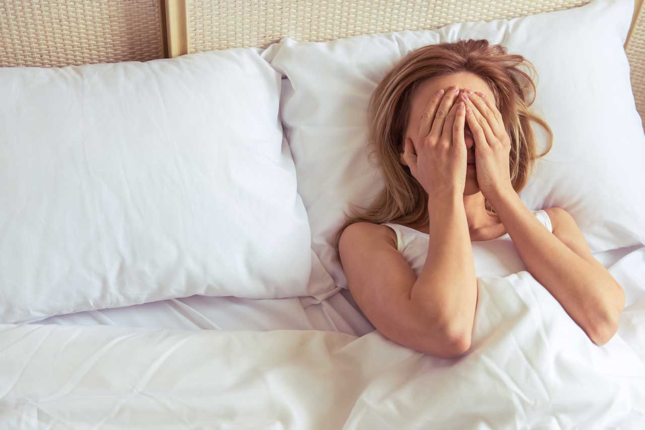 Licht, Lärm und andere Störfaktoren sorgen für Schlafmangel.